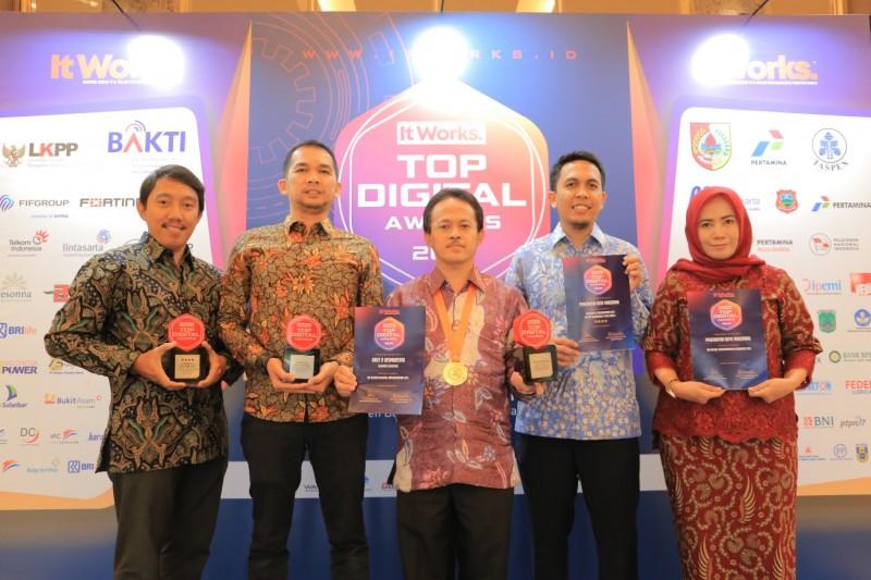 sabet-tiga-top-digital-award-2019