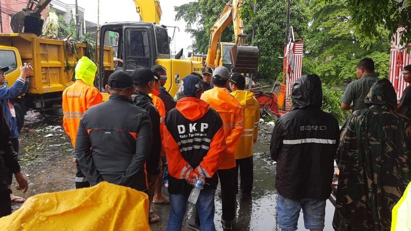 peluapan-sampah-banjir-lh-kerahkan-105-petugas