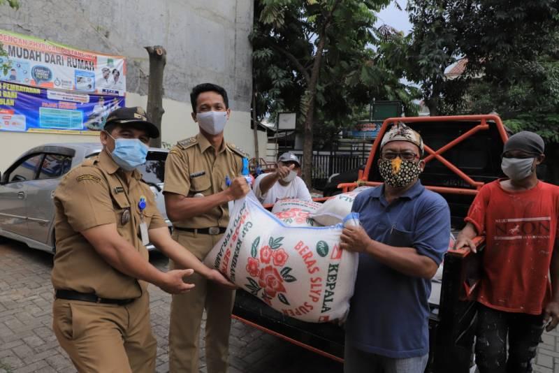 IMG-pemkot-tangerang-kembali-berikan-bantuan-pada-warga