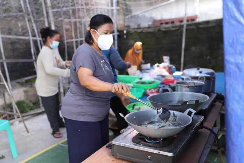 kasus-covid-19-meningkat-warga-panunggangan-utara-inisiatif-membentuk-dapur-umum